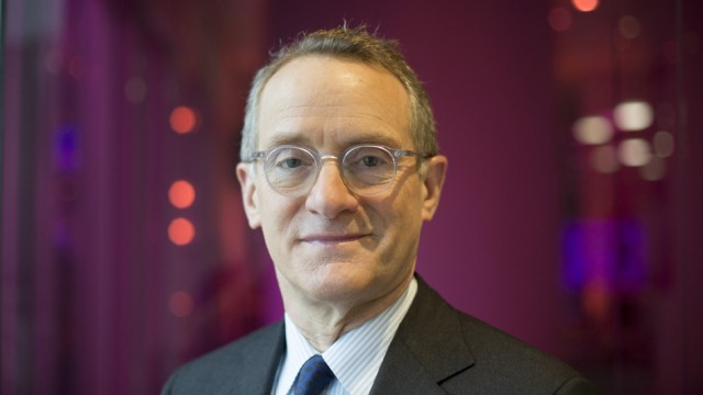 «For bargain hunters like us it's a challenging time», says Howard Marks.
